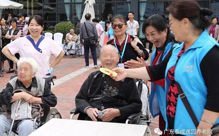 泰成九十高龄长者竟然参加运动会