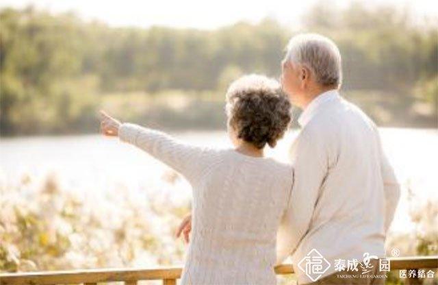 老年人户外晒太阳要避免那些误区?